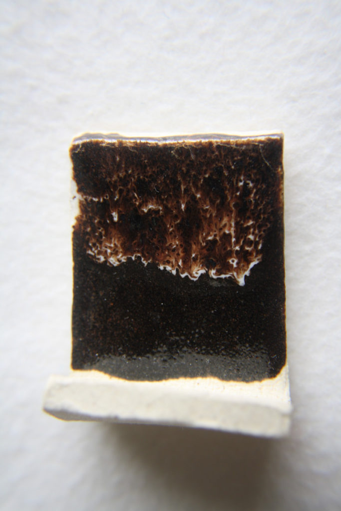 émail blanc sur tenmoku